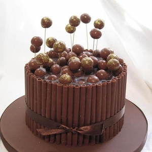 Chocolate cake with maltesers (Copy)