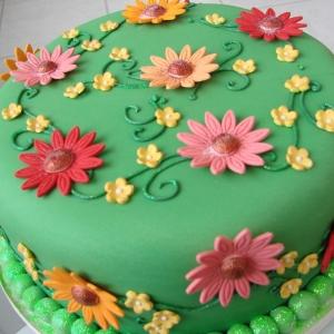 Green daisy cake