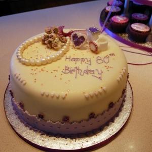Pearls and diamonds cake