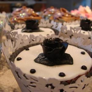Black rose cupcake