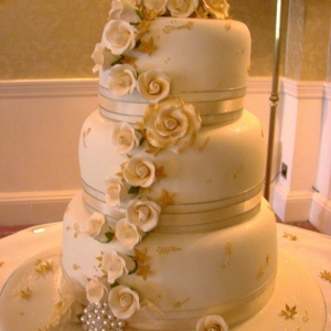 Cream and gold roses