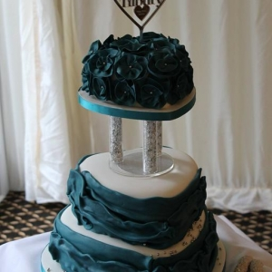 Jade love heart wedding cake