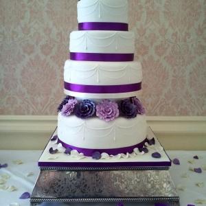 Purple rose and pearls wedding cake